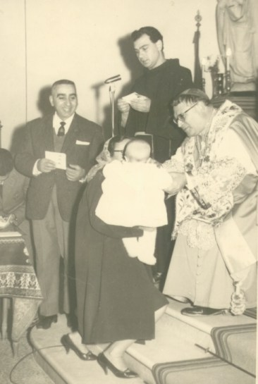 Il dott. Andrea Dell'Acqua, padre Giorgio Catania e il parroco Costantino Trapani, poi Vescovo