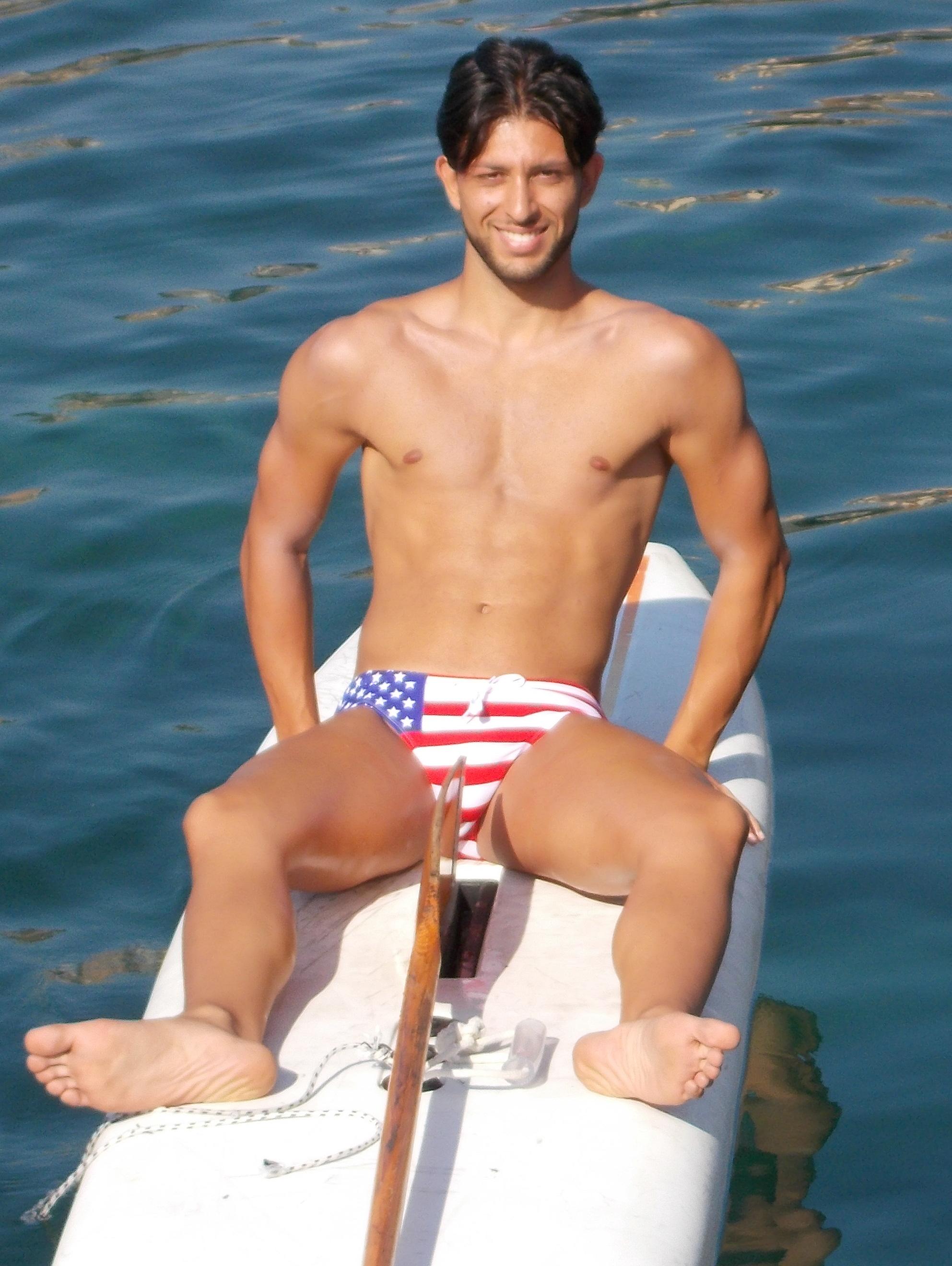 Claudio Cannio - 21 anni - ITC De Felice Giuffrida - Conosciuto a mare e solo prima della partenza visto sulla terraferma. Per la prima volta utilizzata la doppia pagaia per un neo acquisto, con arrivo fino al Nautico. Fra frizzi, lazzi e scivolate in acqua -N'ADDIVITTEMU-