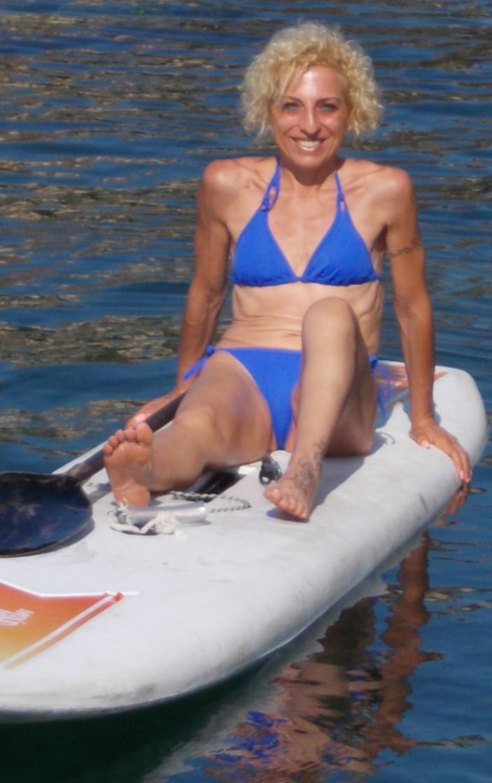Consuelo Marletta - Ex Cutelliana ora residente a Milano - Vista oggi per la prima volta, conosciuta tramite il marito mio ex alunno alla S.M. Dante Alighieri (primi anni '70) - Approfittando della bellissima giornata ha potuto sbizzarrirsi in acqua -SPORTIVISSIMA-