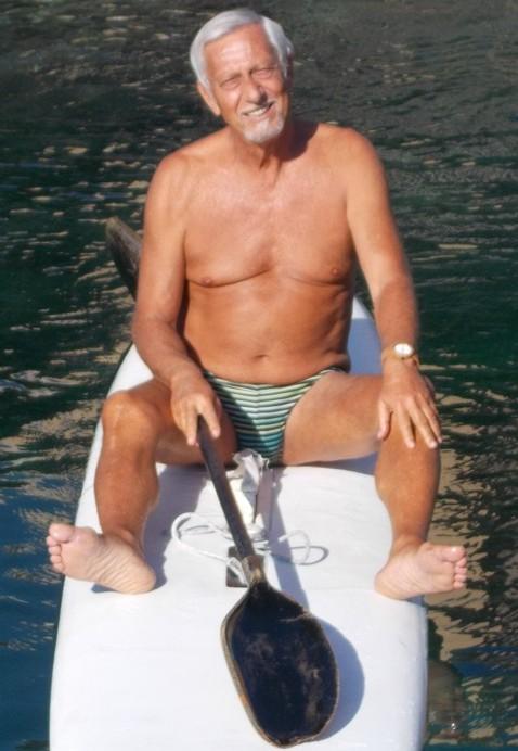 Gaetano Gioeni - Mio amico d'infanzia, anche se MOOOLTO più giovane di me, è un frequentatore assiduo di San Giovanni Li Cuti ed ha accettato di fare questo giro in tavola il 2 novembre stabilendo un record. - ABBRONZATOEINGRANFORMA-