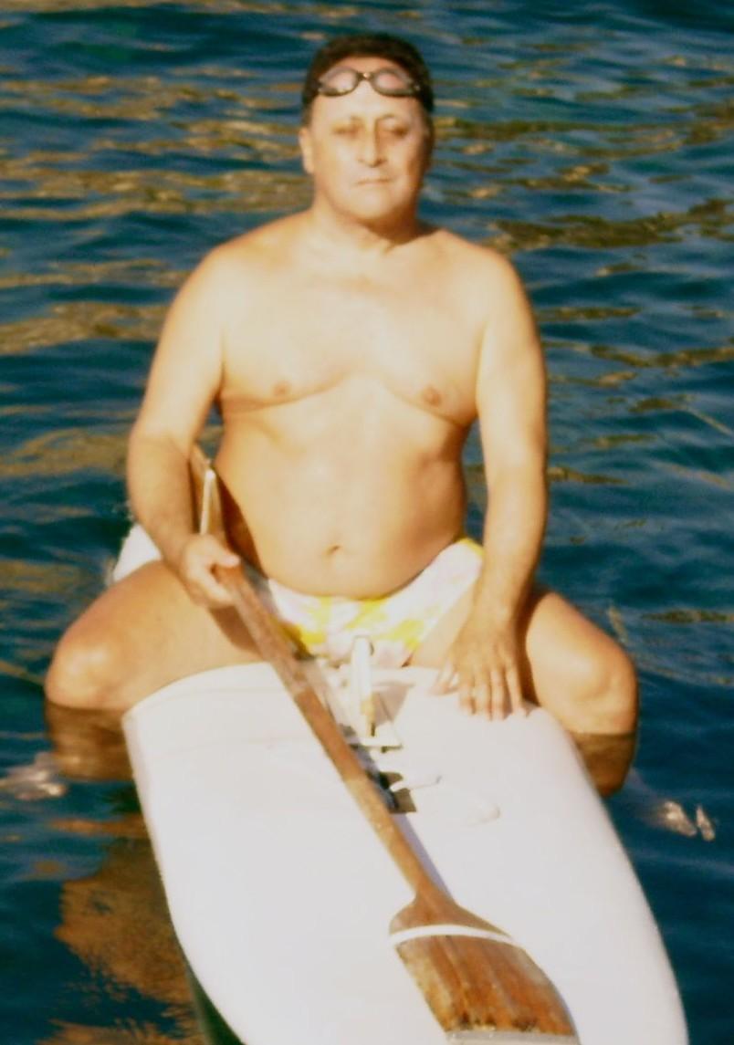Prof. Daniele Scalia - Ci sono voluti 3 anni per convincerlo, ma ne è valsa la pena. Un interscambio di esperienze, diversi bagni e un ritorno avventuroso causa vento contrario.A timpa ma fici a nuoto.-MIMANCAVARIFARIAZAVORRA-