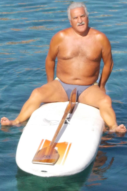 Leonardo Melita (classe 1949) - Conosciuto al Solarium di Piazza Europa. Ho penato 3 anni per convincerlo e quest'anno lo ha chiesto lui. Over 105 Kg. e mare mosso, ha collaborato pagaiando (poco) e nuotando (molto) -SUPER-