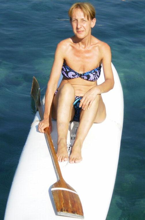 Laura Ferri - Torinese, ha sposato un catanese, maresciallo dei CC. a Torino (escursionista nel 2009), e vengono ogni estate a trascorrere le vacanze a CT. Parla correntemente il siculo ed ha pagaiato senza soste tutto il ritorno!!! :)