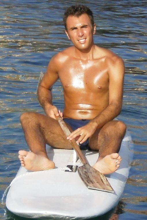 Daniele Grasso – 3° (F+M) 2000 – SCIENZE DELL'AMMINISTRAZIONE – Continua, con mio piacere, il gruppo uscito nel 2000. Il mare mosso ha reso difficile il pagamento in natura (pagaiare al ritorno) ma, coi suoi tempi, alla fine ce l'ha fatta! – IN-FORMA –