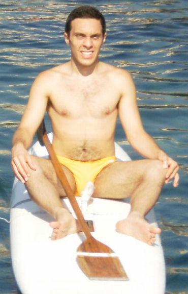 Paolo Ferrara - Scientifico Galilei 2009 - In atto Facoltà di Economia - Conosciuto a mare ho dovuto sudare le proverbiali sette camicie per convincerlo, ma alla fine, (all'orario d'appuntamento ancora dormiva), è arrivato! - MEGGHIUTADDUCAMAI -