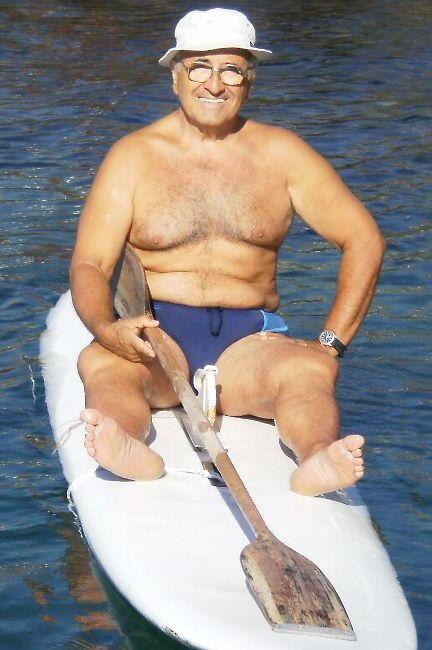 Prof. PIETRO COLLURA - Classe 1943 - I.S.E.F. Firenze - Allenatore Federale ATLETICA LEGGERA - Più che TAGLIA FORTE, si deve parlare di TAGLIA EXTRAFORTE. Kg. 107 di muscoli, con poco grasso. Ha deciso di farsi il ritorno a nuoto. - ANCORASUPERATLETA -