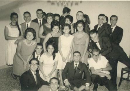 Festa fra amici. Si riconoscono Matteo Donato, Nando Russo, Franco Nicotra, Gerardo Gulisano, Italo Rapisarda